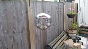 Circular feeder with fat balls